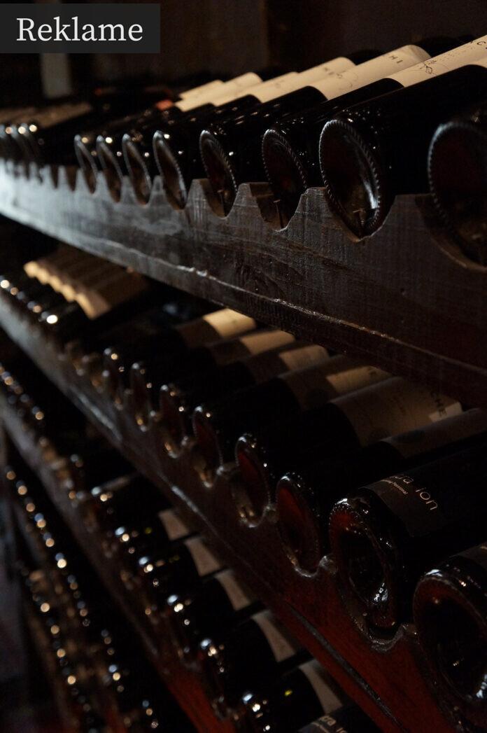 Flere rækker rødvin